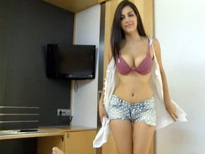 Italian Pornstar Valentina Nappi is the Master of Handjobs